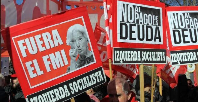 Protestas contra el acuerdo con el FMI en Buenos Aires. / PABLO RAMÓN (EFE)