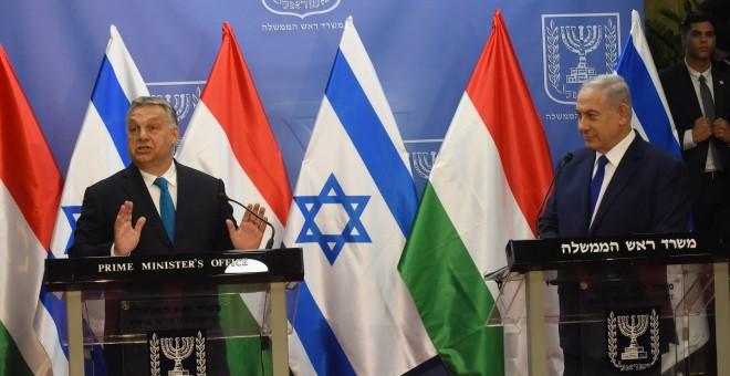 El primer ministro de Hungría, Viktor Orban y su homólogo israelí, Benjamin Netanyahu, dan una rueda de prensa conjunta en Jerusalén. EFE /Debbie Hill