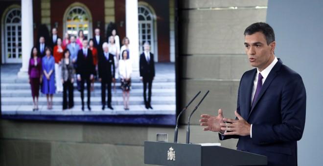 El presidente del Gobierno, Pedro Sánchez, hace balance de su gestión en el Ejecutiv, dos meses después de llegar al Palacio de la Moncloa. EFE/Emilio Naranjo