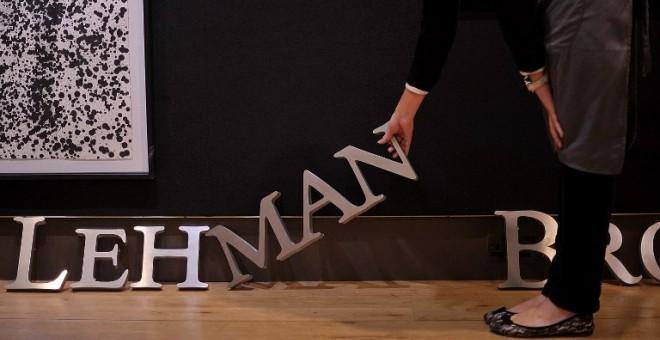 El letrero de Lehman Brothers en una subasta en 2010. / AFP - BEM STANSALL