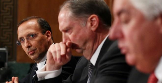 Joseph Cassano, a la izquierda, defendió su papel durante la crisis ante la Comisión de Investigación de Crisis Financiera (FCIC). / AFP - MARK WILSON