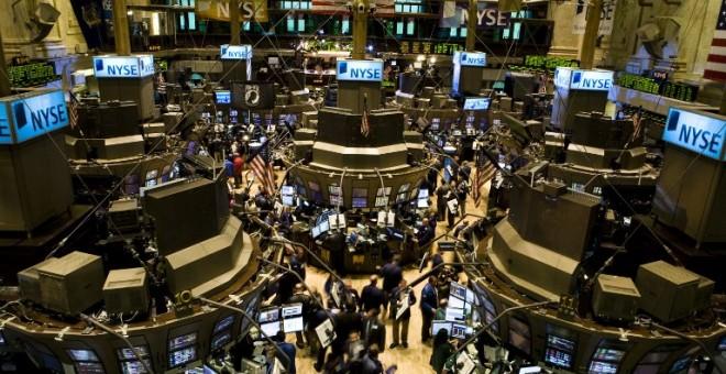 Vista del patio de negociación de la Bolsa de Nueva York, (NYSE, según sus siglas en inglés), en Wall Street, el 15 de septiembre de 2015, el día de la quibra de Lehman Brothers. AFP/Nicholas Roberts