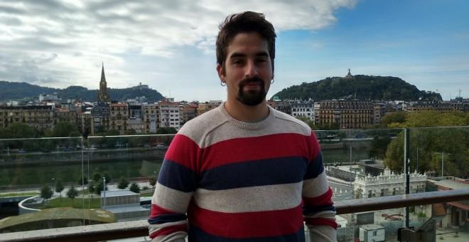 Juan Martínez tiene 23 años y ha crecido en Villaviciosa (Asturias), estudió psicología.