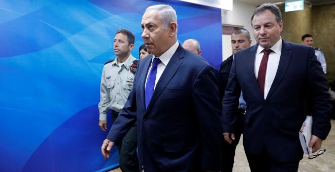 El primer ministro israelí, Benjamin Netanyahu, llega a la reunión semanal del gabinete en su oficina en Jerusalén
