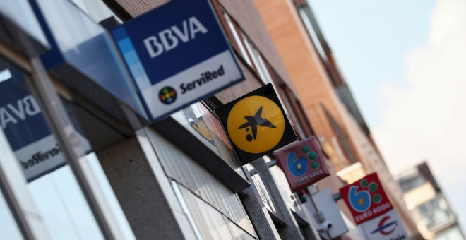 Varias sucursales bancarias en una calle de Madrid. REUTERS/Sergio Perez