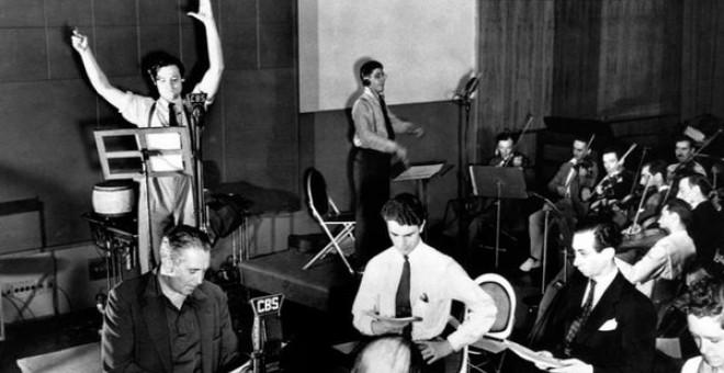 Orson Welles durante la retransmisión del pánic