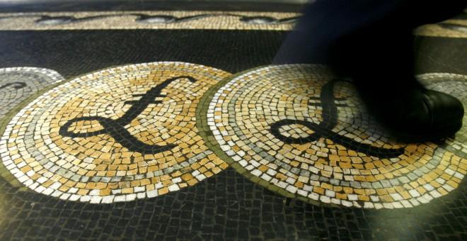 Reino Unido: Los británicos responden con temor a la caída de la libra