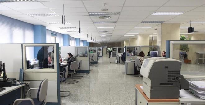 Funcionarios en unas oficinas de la administración central. EP