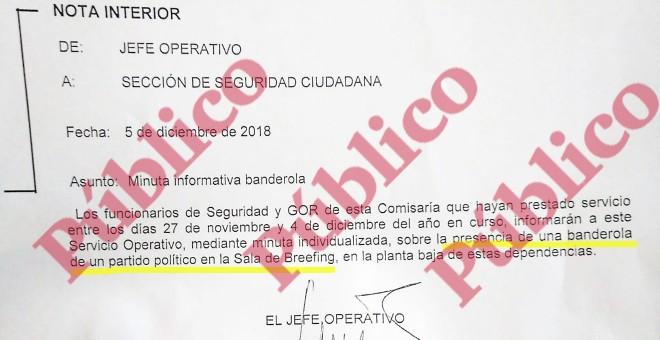 Minuta informativa banderola de VOX en comisaria de Villa de Vallecas.