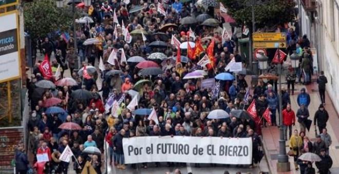 Manifestación en Ponferrada para reclamar un futuro industrial para el Bierzo. / EFE