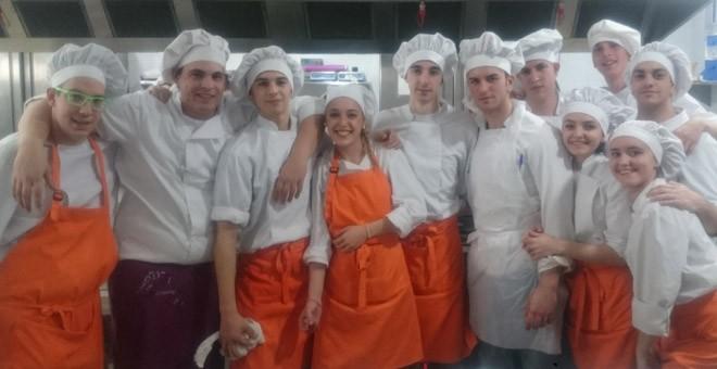 Cocineros y cocineras del restaurante - escuela de hostelería Bitácora. / HENRIQUE MARIÑO