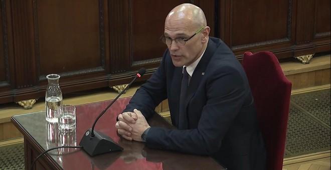 Captura de la señal institucional del Tribunal Supremo con la declaración de Raül Romeva, en el juicio del 'procés'. / EFE