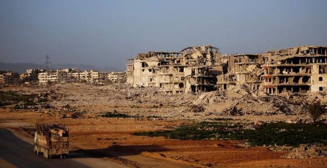 Vista general de los edificios dañados en Ghouta (Siria). REUTERS / Omar Sanadiki