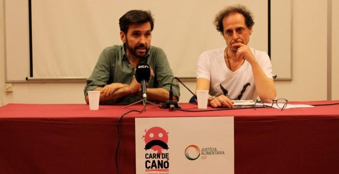 Javier Guzmán (d) i Ferran Garcia (e), en la roda de premsa de l'informe sobre el consum excessiu de carn. JUSTÍCIA ALIMENTÀRIA