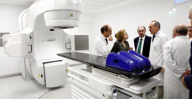 Los aceleradores lineales para tratar con radioterapia los tumores tiene un coste de entre tres y cinco millones de euros y se fabrican a demanda.
