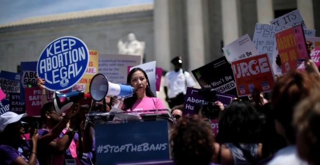21/05/2019 - La presidenta de Planned Parenthood, Dra. Leana Wen, habla en una protesta contra la legislación contra el aborto en la Corte Suprema de los EEUU (Washington) | REUTERS / James Lawler Duggan