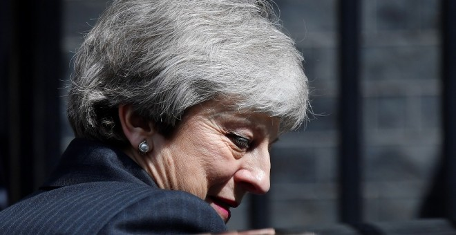 La primera ministra británica, Theresa May, a su salida de Downing Street (Londres). / REUTERS - TOBY MELVILLE