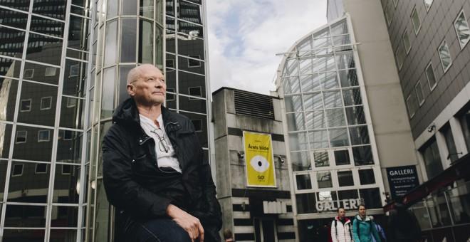 Henning Solhaug en Oslo, en el hotel en el que trabajó hasta 1990 como ascensorista. / IGNACIO IZQUIERDO PATIÑO