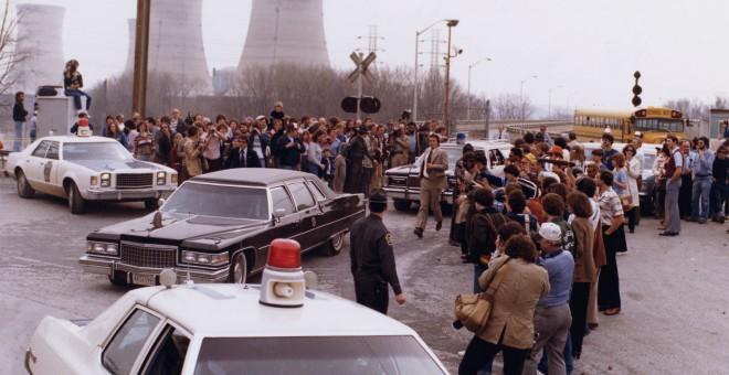 El presidente Jimmy Carter abandonando las instalaciones de Three Mile Island el 1 de abril de 1979. WIKIPEDIA.
