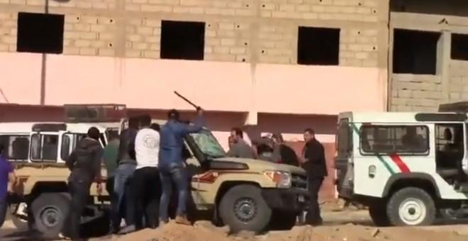Captura del vídeo de la brutal agresión a ciudadanos saharauis en la ciudad de España, Sáhara Occidental.