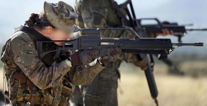 Imagen de una mujer en el Ejército. EFE