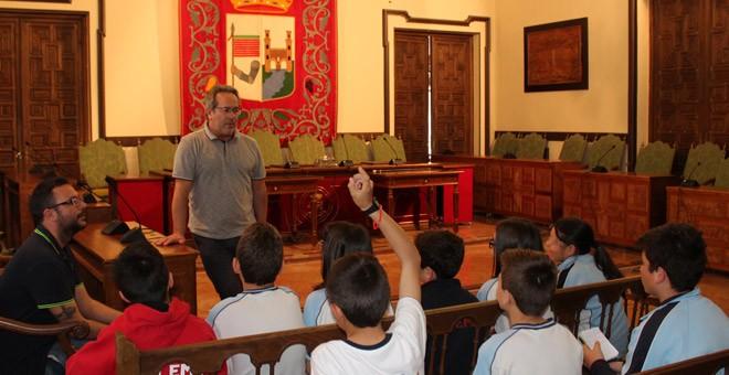 Visita de escolares al salón de plenos del Ayuntamiento de Zamora.