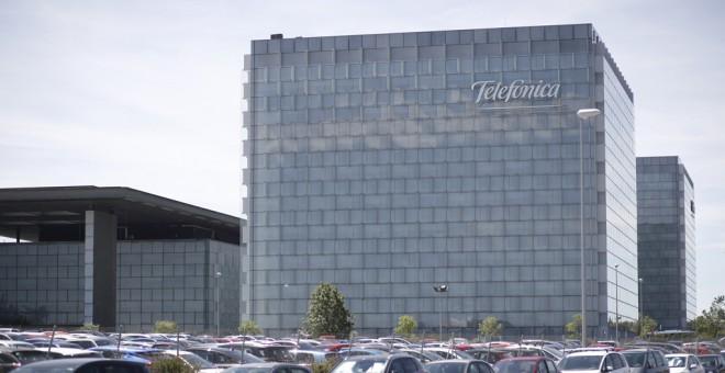 Vista exterior del edificio de la sede de Telefónica, en la zona norte de Madrid. E.P./Eduardo Parra