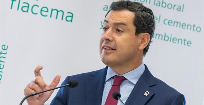 La Junta de Andalucía oculta a la oposición el expediente del ascenso de la hermana del presidente