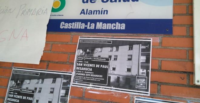 Varios carteles anuncian el caso en los muros de la ciudad./ Guillermo Martínez