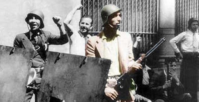 Helios Gómez, en primer plano, destacó la movilización de los gitanos en defensa de la Segunda República.