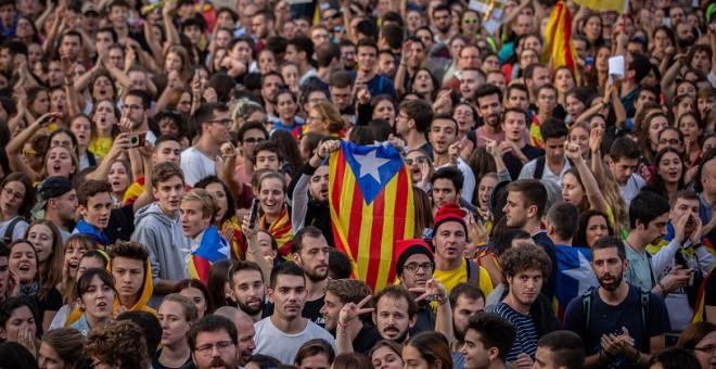 Una multitud se concentra con esteladas en la manifestación de los CDR del pasado 18 de octubre. EUROPA PRESS