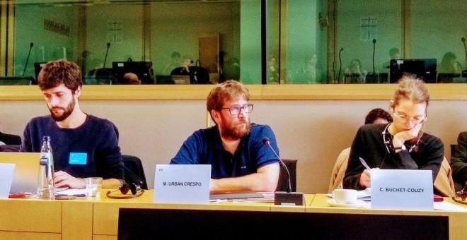 El eurodiputado de Podemos Miguel Urban en la jornada de debate en el Parlamento Europeo sobre la financiación europea al sector de la defensa.