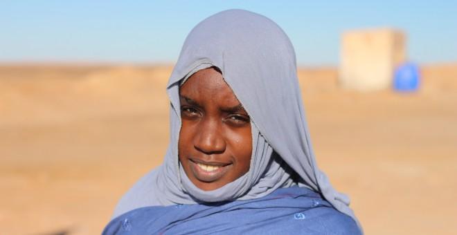 Una mujer que trabaja desactivando minas en el Sáhara. JOSE CARMONA
