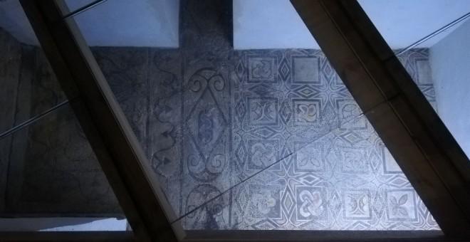 mosaico expuesto en la Mezquita y atribuido por el Cabildo a la supuesta basílica visigoda. A.M.