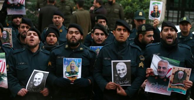 Protesta contra el asesinato del general iraní Soleimani frente a la oficina de las Naciones Unidas en Teherán. REUTERS