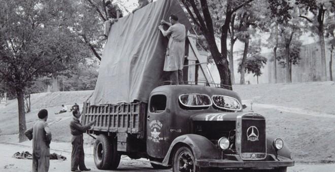 Camión militar evacuando a Valencia 'La familia de Carlos IV', de Goya.- MUSEO DEL PRADO