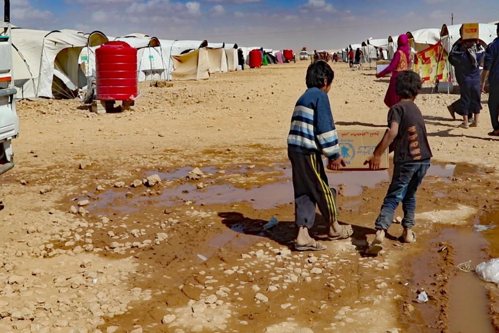 Desplazados árabes de la ciudad siria de Deir ez Zor, en cuyos aledaños del Daesh se ha hecho fuerte. / Ferran Barber