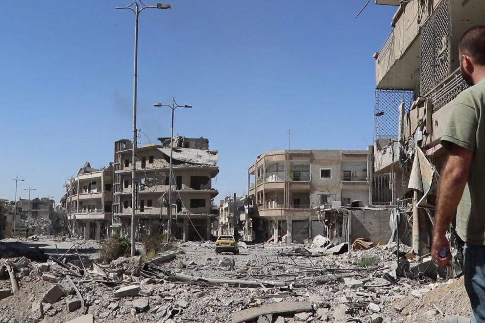 En la ciudad de Raqqa, sigue habiendo barriadas enteras donde la mayoría de los vecinos simpatizan con el Daesh. / Ferran Barber