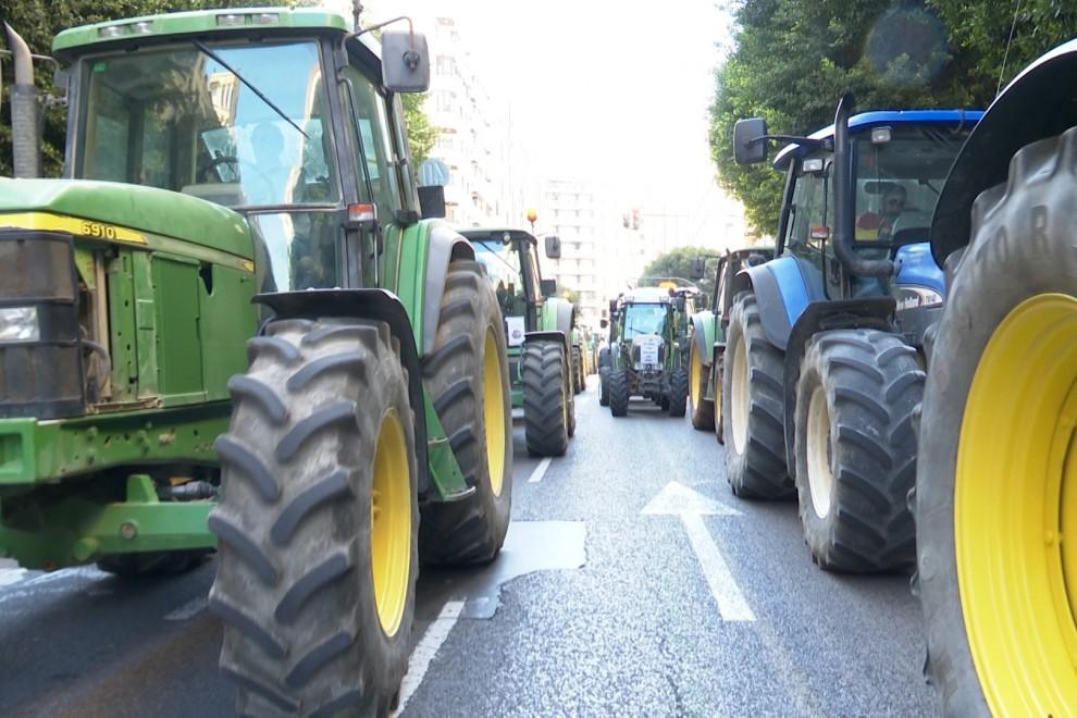 Agricultores y ganaderos se concentran en varios puntos de España