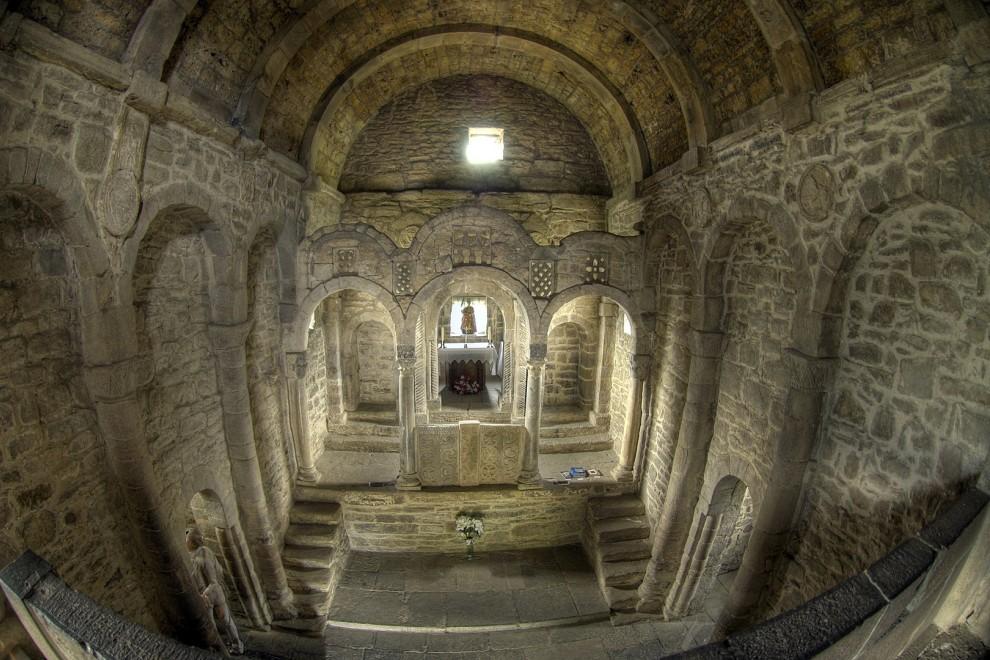Nave y capilla de Santa Cristina de Lena. WIKIPEDIA
