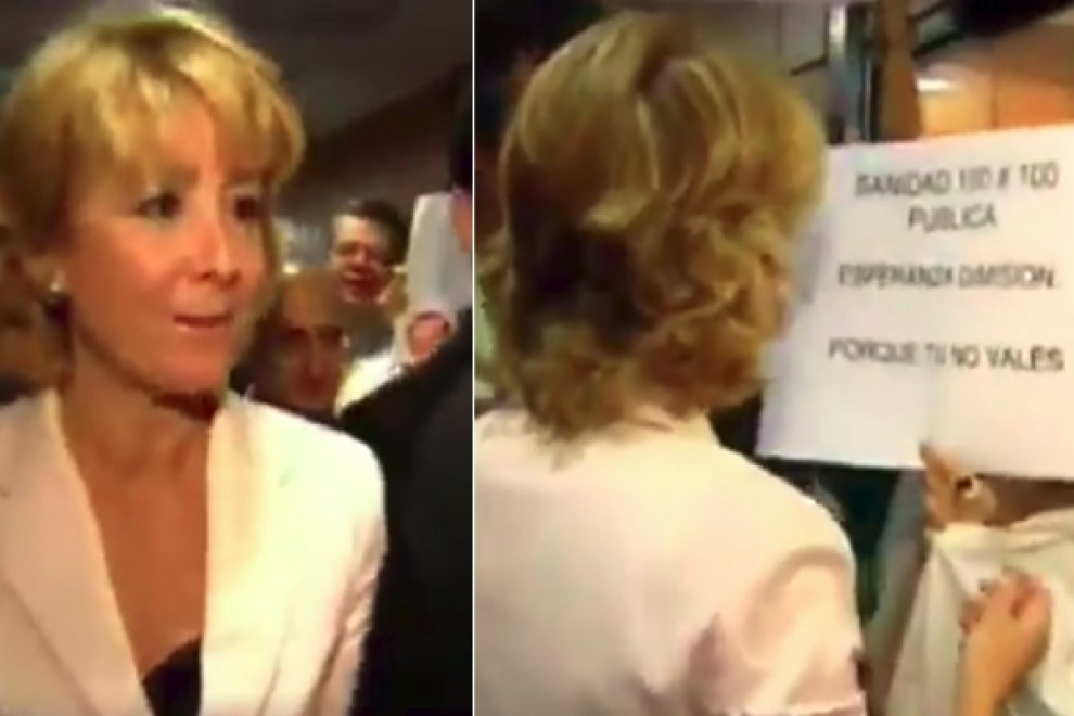 Dos imágenes del momento en el que Esperanza Aguirre se burló de las sanitarias madrileñas que protestaban por los recortes de la Sanidad pública que hizo la 'lideresa'.