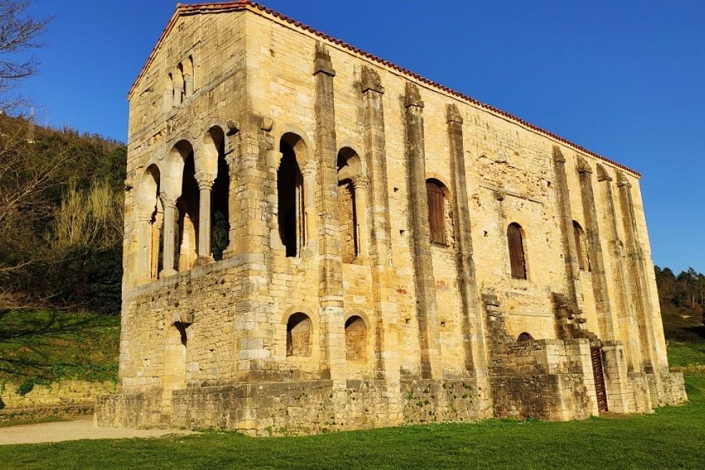 Santa María del Naranco. WIKIPEDIA