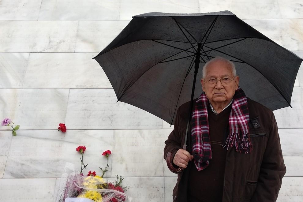 Guzmán Guzmán, en el monumento del cementerio de San Rafael. B.D.