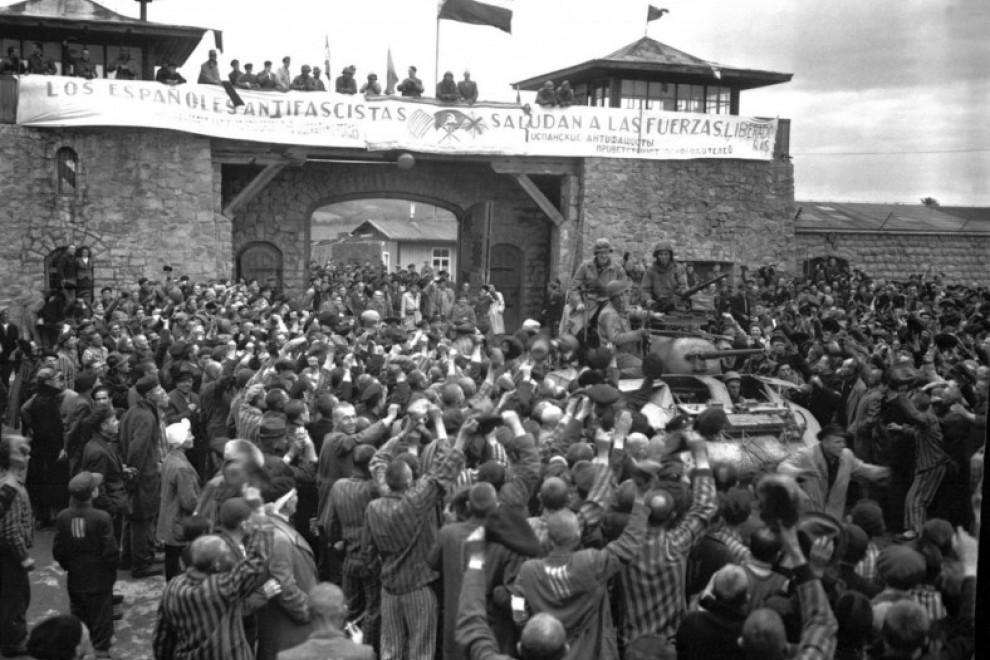 Prisioneros de Mauthausen saludan a la 11ª División Acorazada de los EE UU por su liberación