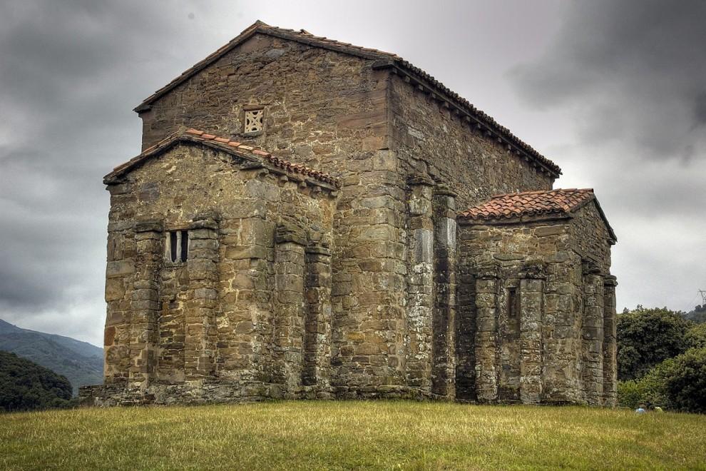 Vista exterior de Santa Cristina de Lena. WIKIPEDIA
