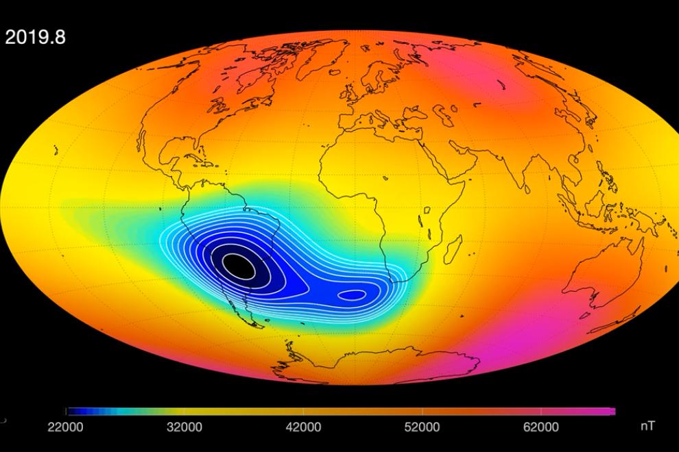 Esquema de la anomalía del Atlántico Sur, zona de campo magnético debilitado (escala de color en nanoteslas). /ESA