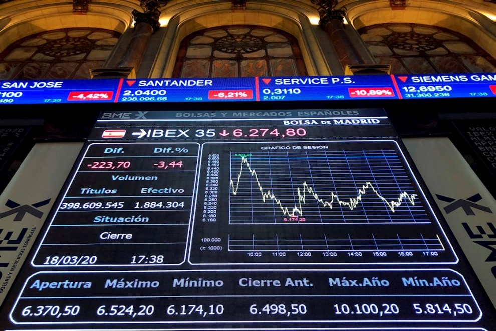 Imagen del panel informativo de la la bolsa española. EFE/Ana Bornay