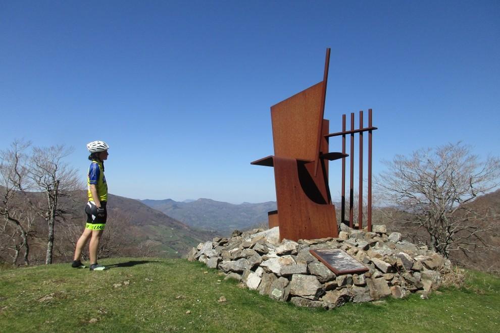 Escultura de Mikel Iriarte en Artesiaga.  ANDER IZAGIRRE