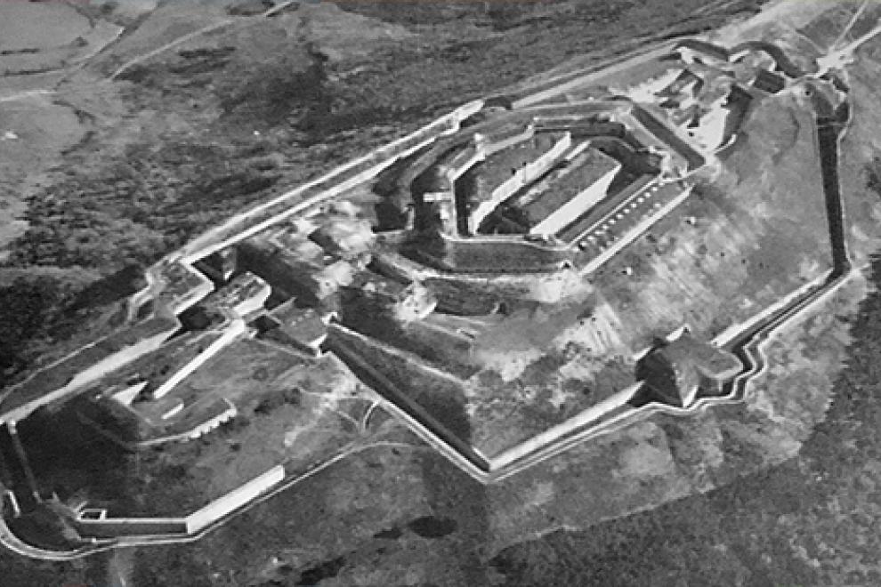 Vista aérea de la época del Fuerte de San Cristóbal, en Navarra