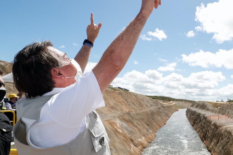 El presidente brasileño celebra la nueva fase de la canalización del río San Francisco a su paso por el estado de Ceará. ALAN SANTOS/ PRESIDENCIA DE LA REPÚBLICA. 26jun20.
